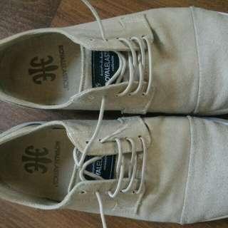 wholesale dealer 53b2a a7cdc Royal elastic sneakers size 8.5