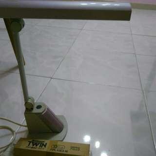免費National LED 護目燈座枱燈