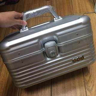 手提化妝箱/小行李箱/收納箱 (附防塵套)