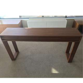 Zuster Console Table
