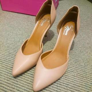 Brand New Nude Pointy Tip Heels Size Au 6