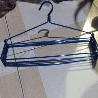 Gantungan/hanger kerudung
