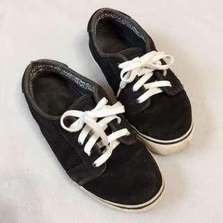 二手出清」FALLEN黑色麂皮板鞋 US7號 25公分