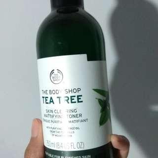 The Body Shop Tea Tree Mattifying Toner isi 99%