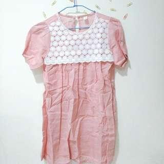 🚚 (衣物兩件免運)粉紅 小白花 上衣