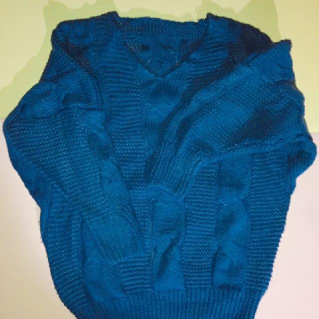 深藍色針織上衣