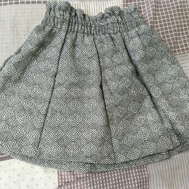 灰色短裙厚布料