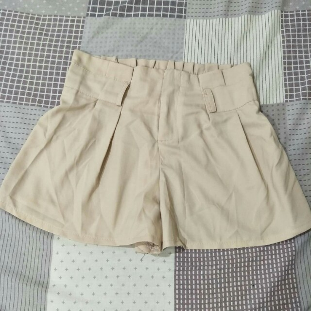 裸色雪紡材質短褲
