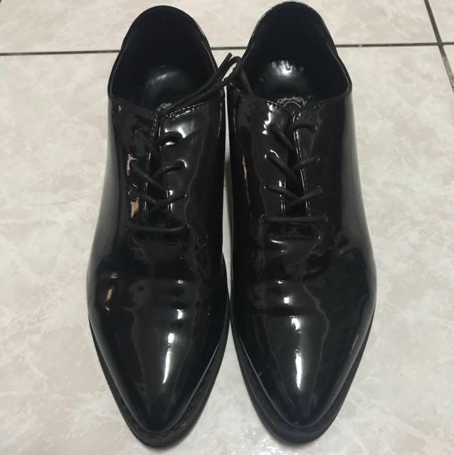 《二手》箭頭漆皮低跟皮鞋