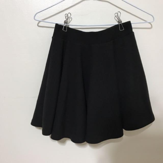 二手 磅數很夠的褶裙 黑色