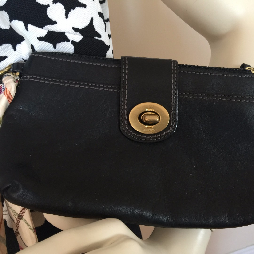 AUTHENTIC COACH LEATHER TURNLOCK LARGE WRISTLET