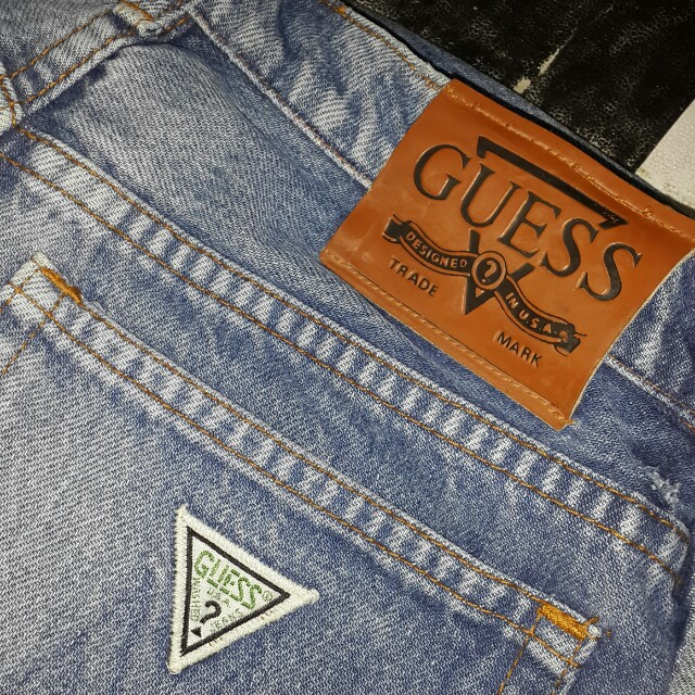AUTHENTIC Highwaist GUESS RIPPED JEANS