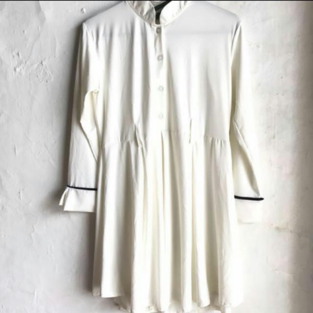 Basic white jersey dress
