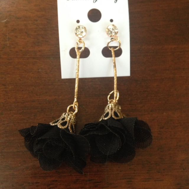 Black flower dangling earrings