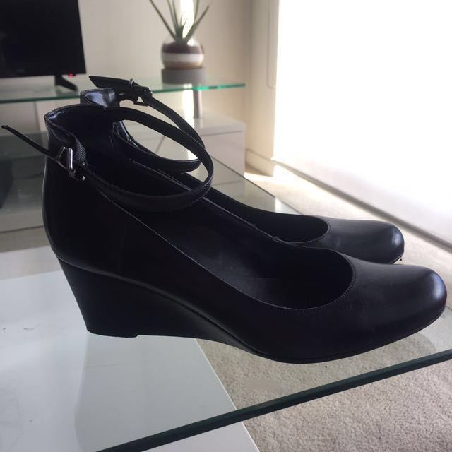 Black leather size 37 wedge heels