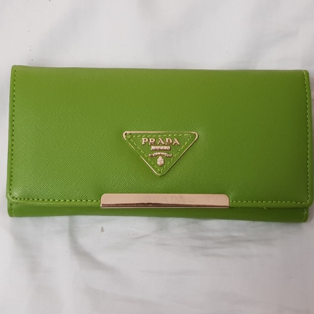 Brand new never used green womens wallet accessories