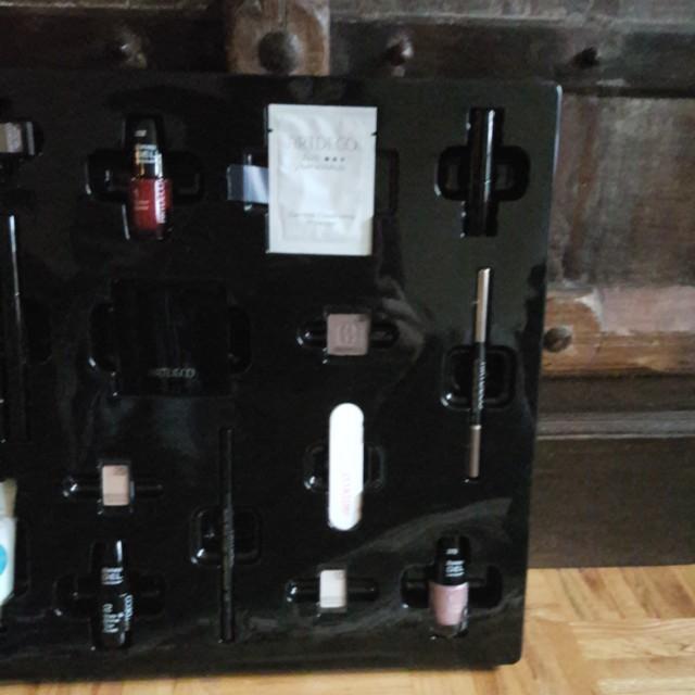 Make up set advent calendar ARTDECO 24 pieces. New