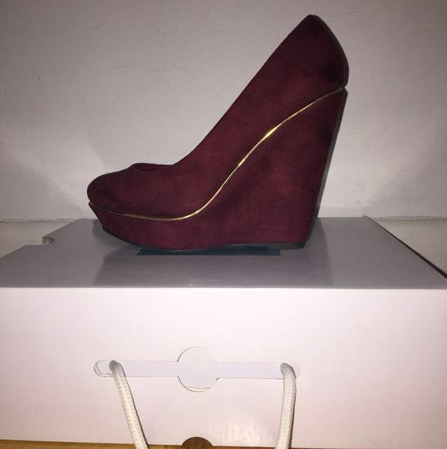 *NEW* Club Couture Burgundy Faux Suede Platform Wedges Sz 7