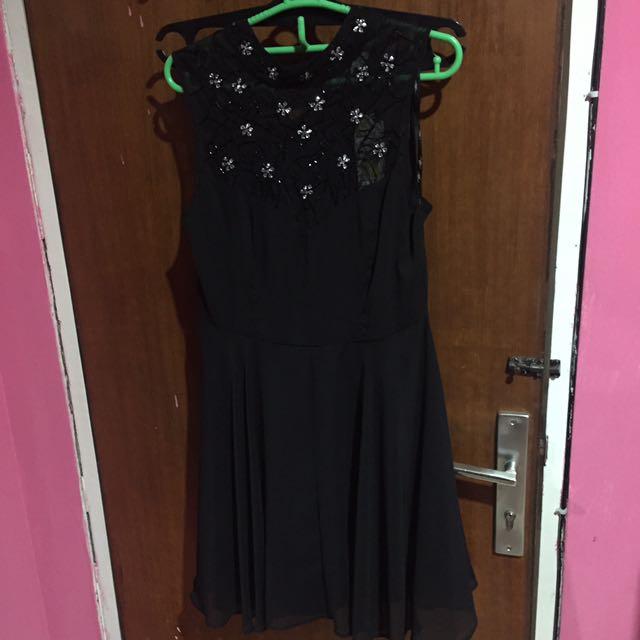 New look Pearl black dress