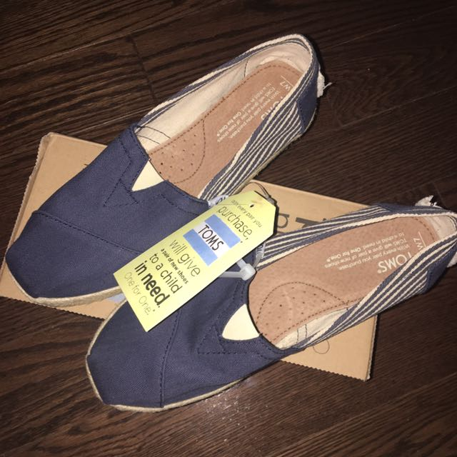 NWT Toms Sz. 7 - Reduced