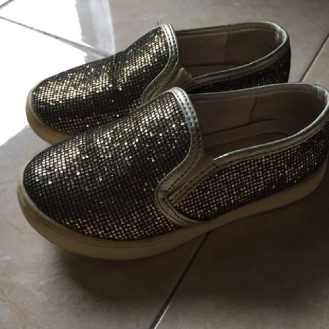 Sepatu cool gold