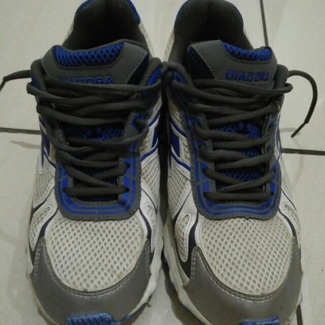 Sepatu running diadora original