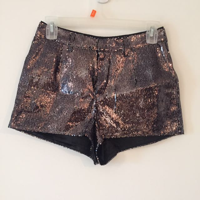 Sequinned shorts - Size 6