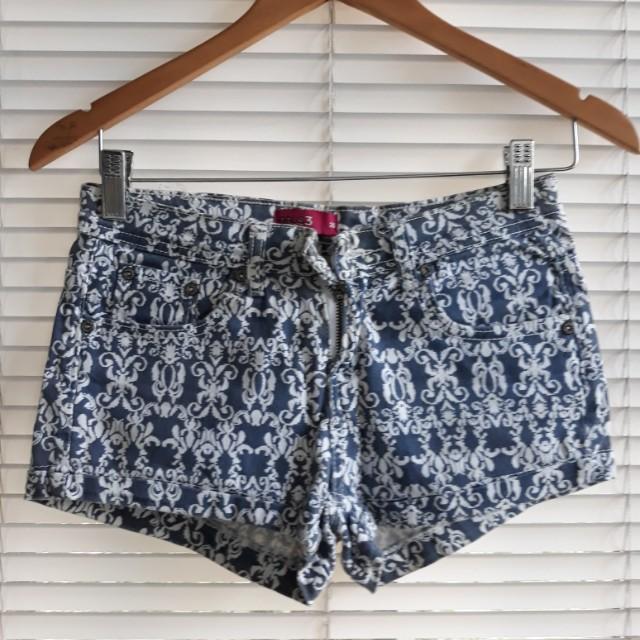Short shorts small