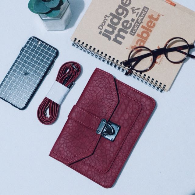 SIMPLY MAROON CLUTCH