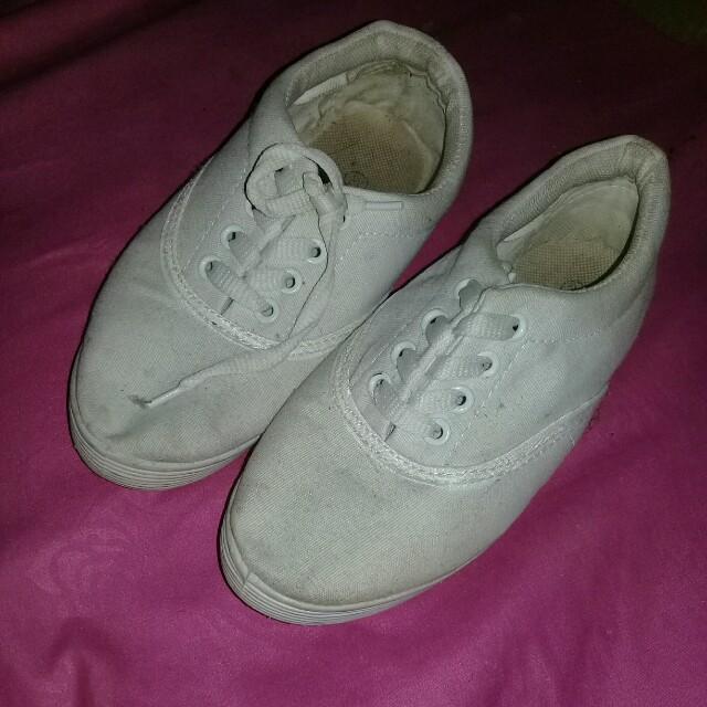 Sneaker putih
