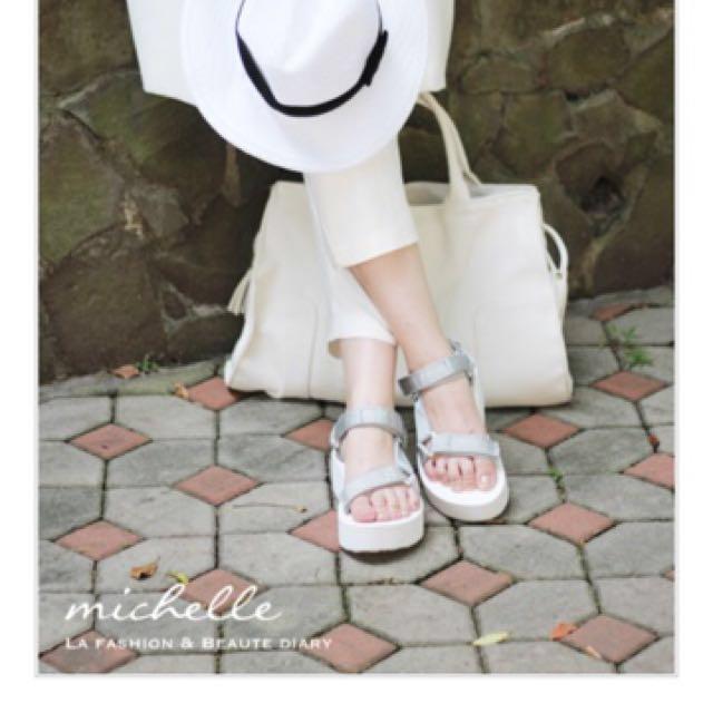 (降價)Teva 涼鞋 銀白厚底 US7 24公分