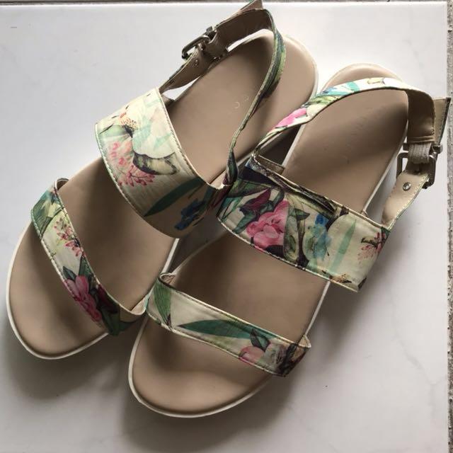 VINCCI Floral Printed Detail Strap Sandals
