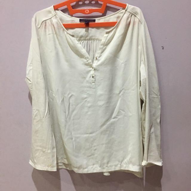Violetta white top