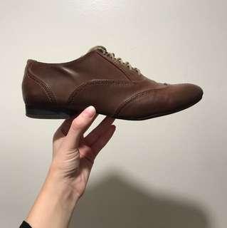 US size 7 H&M oxfords