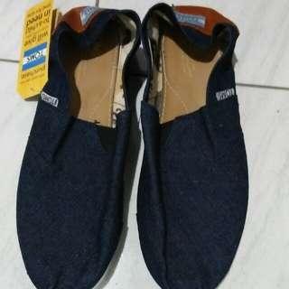 sepatu toms ukuran 40
