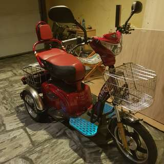 REPRICED Slightly Used NWOW Tailg ERV Electric Bicycle (Maroon)