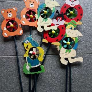 Its a wooden style of toy deco