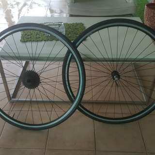 WTS : a set of rim and tyres for mtb