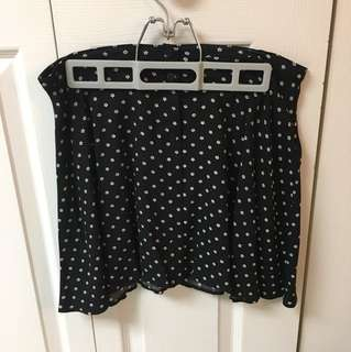 High waisted black skirt with white flowers