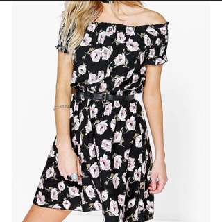 BOOHOO Size Small Off-Shoulder Floral Dress