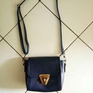 FreeOng >> Sling bag Navy By Oudisha