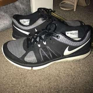 Nike runners size 7