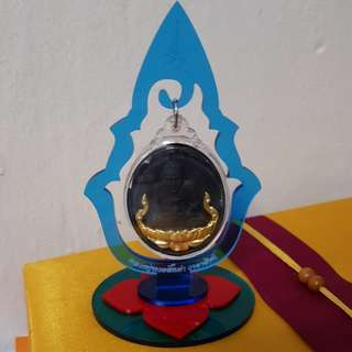 Amulets display stand