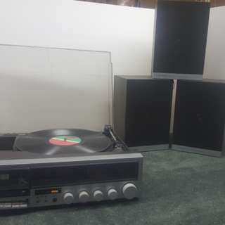 Record player with casette and radio and 3 speakers