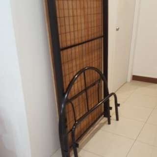 Excellent single bed frame w plank