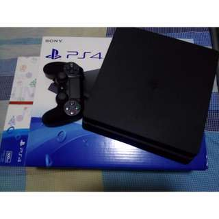 Selling Playstation 4 500gb Slim Black