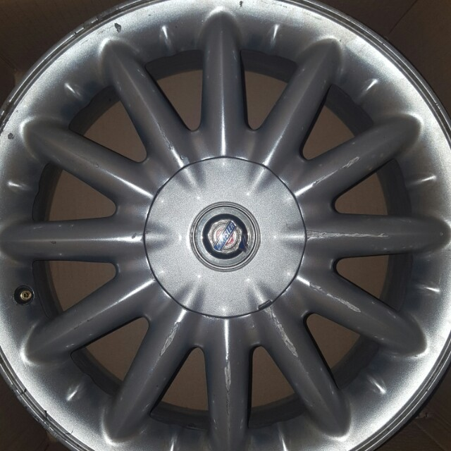 4 used Chrysler rims. Good condition
