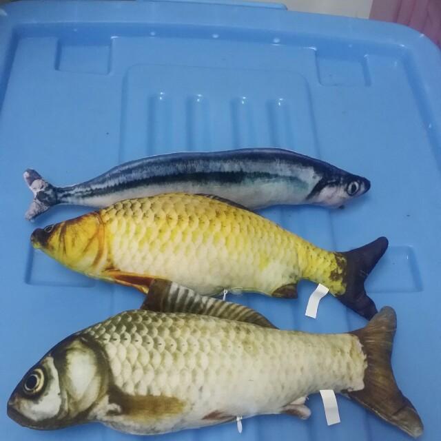 仿真貓草魚玩具 $120 30cm,有拉鍊可自行補充貓草 現貨;秋刀魚*1, 鯽魚*1,草魚*1