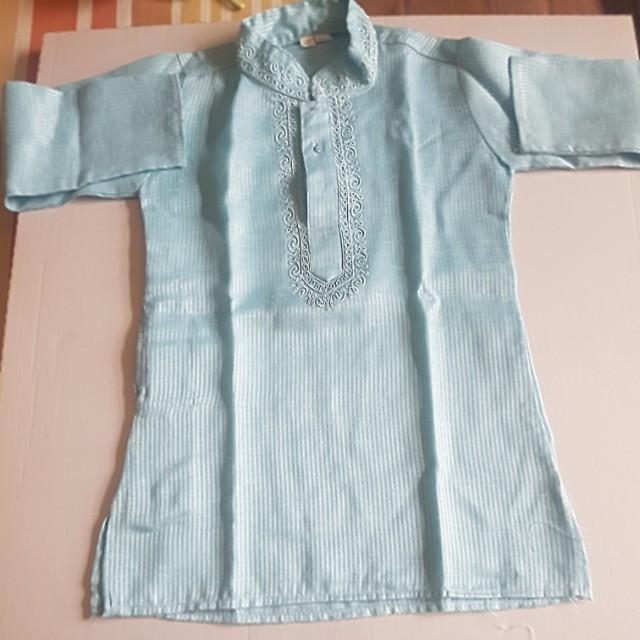 Baju koko biru dan celana putih