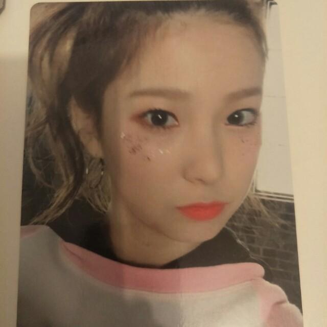 Clc yujin  photocard